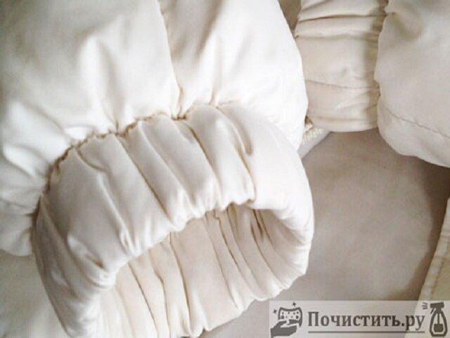 Как почистить белый пуховик вручную