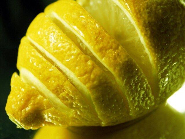 Избавляемся от пятна при помощи лимона