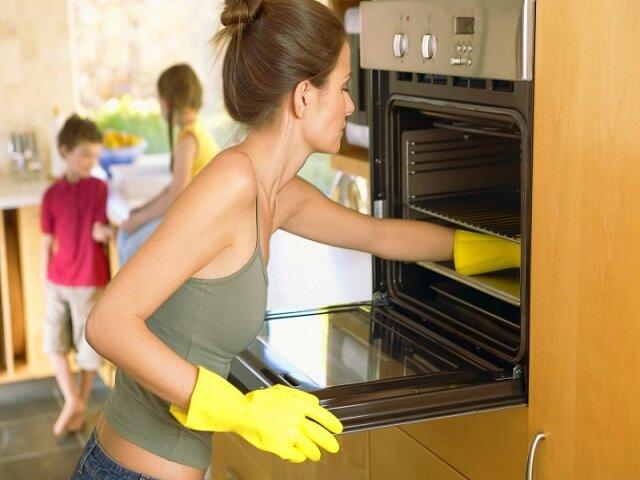 Как чистить противни с разными типами покрытия