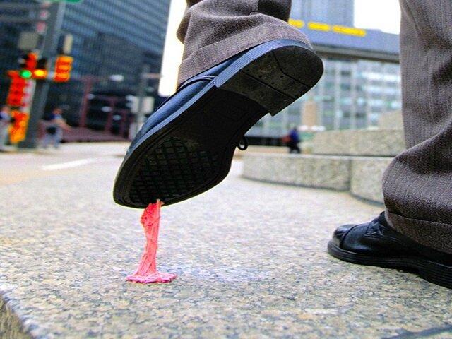 Как удалить жвачку с обуви