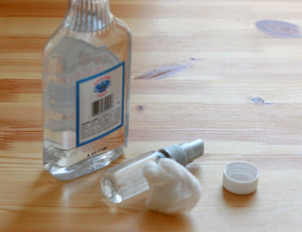 Стереть спиртом