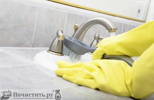 Очищаем ванную комнату