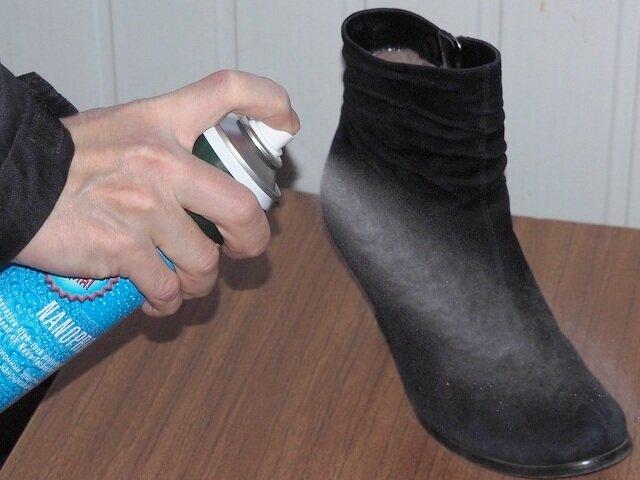 В конце обработайте специальным спреем, защищающим от промокания и восстанавливающим цвет.
