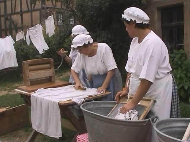 «Бабушкины рецепты» удаления грязи и жёлтых пятен с блузки