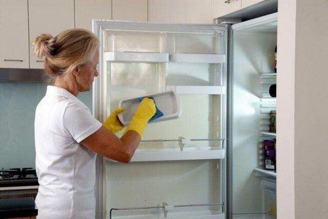 Почему необходимо периодически размораживать холодильник