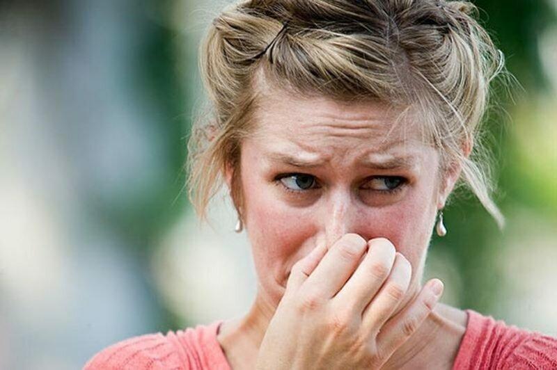 Явным признаком того, что изделие следует почистить, является неприятных запах, исходящий от него