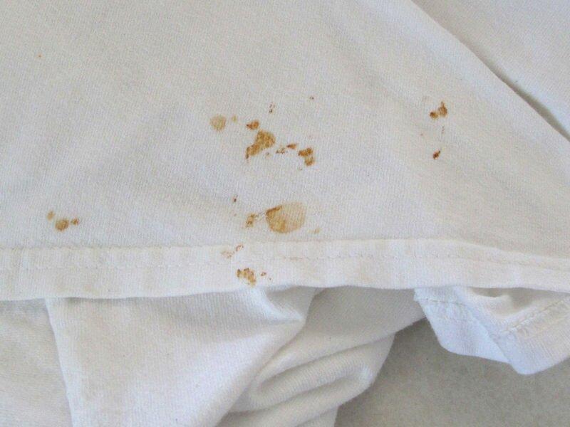 Чем можно вывести ржавчину с белой одежды?