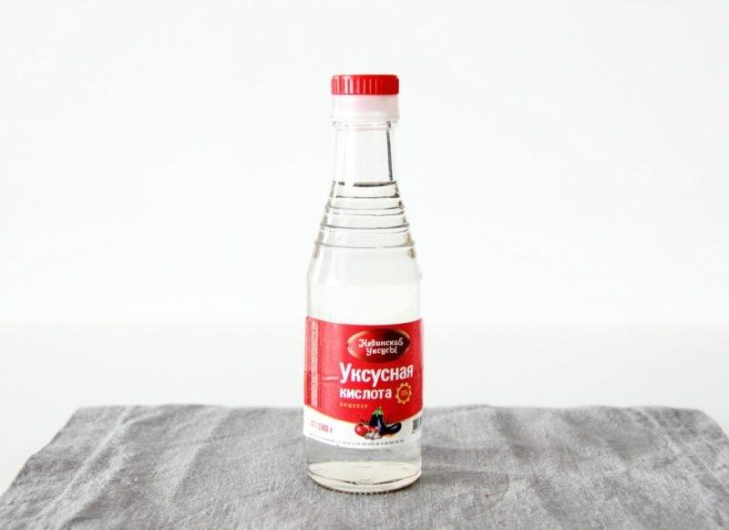 Лучше воспользоваться отбеливателем, главным ингредиентом которого является щавелевая либо уксусная кислота.