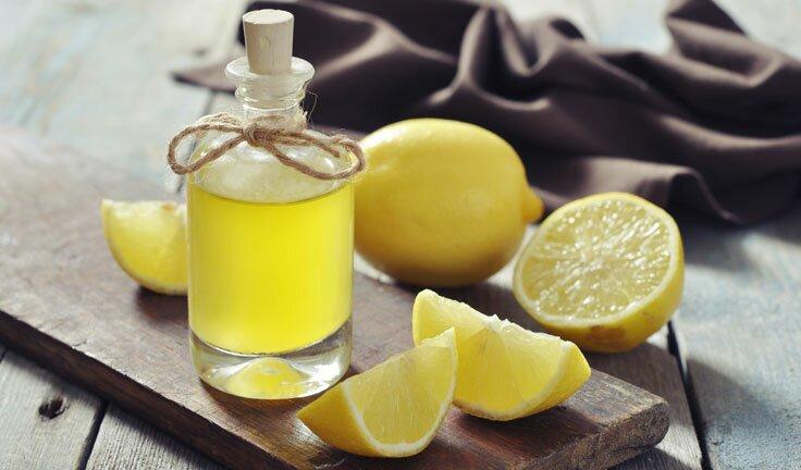 Для удаления неприятных ароматов приготовьте раствор: в ста миллилитрах вода растворите две чайные ложечки лимонной кислоты.