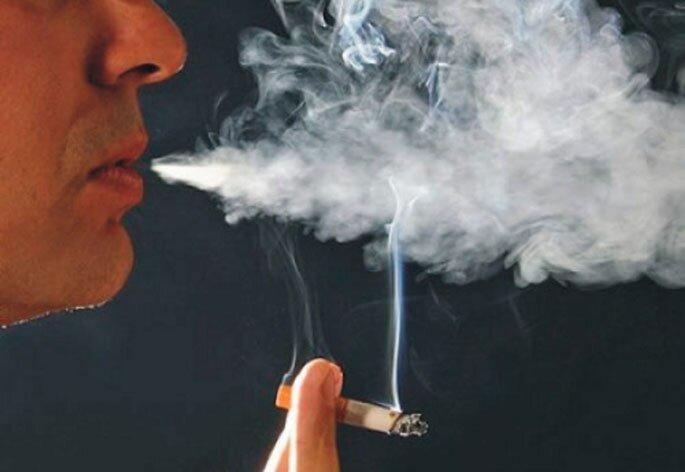 Как вывести запах табака из квартиры, используя специальную технику?