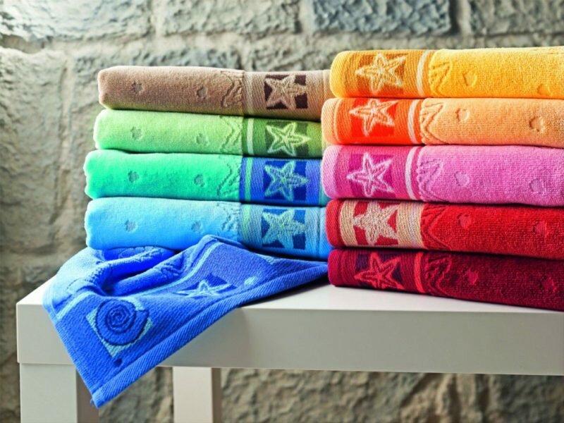 Развесьте по комнатам влажные полотенца и меняйте их по мере высыхания
