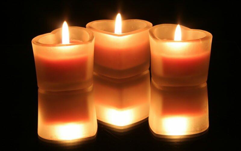 Можете зажечь свечи – их пламя очищает воздух