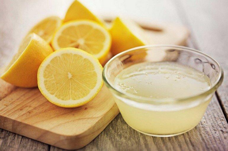 Лимонный сок очень эффективен в борьбе с пятнами.