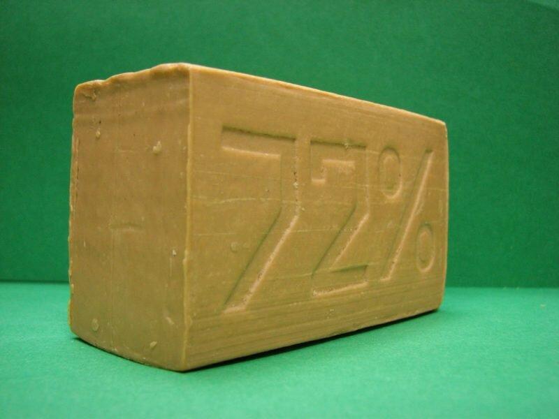 Самым простым и надежным средством для чистки силиконовых чехлов для телефона можно назвать теплую ванночку с мылом.