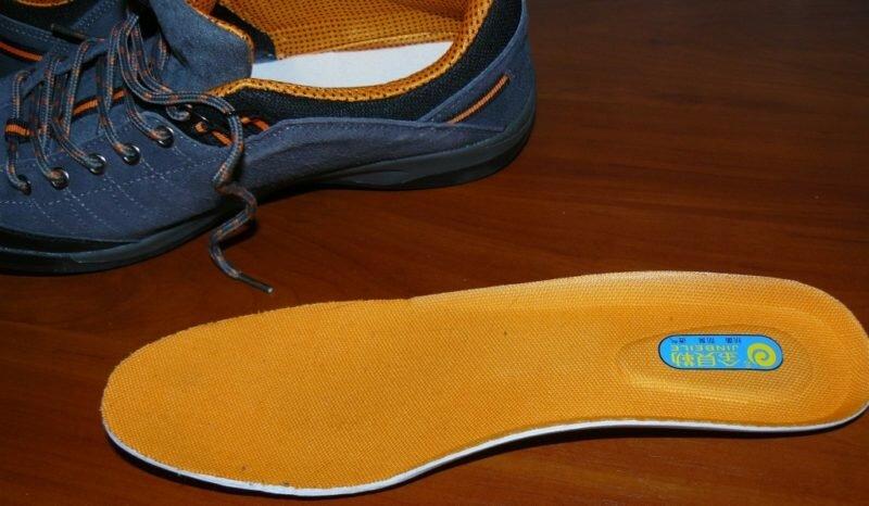 Подготовительный этап перед стиркой кроссовок