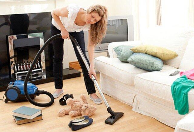 Пятница – долгожданный день для уборки в гостиной