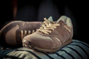 Как постирать замшевую обувь вручную