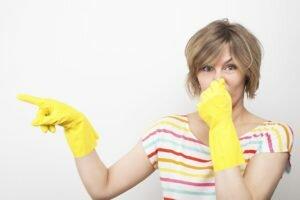 Нужно ли бороться с запахом краски