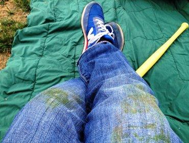 Чем очистить траву с джинсы по советам опытных хозяек