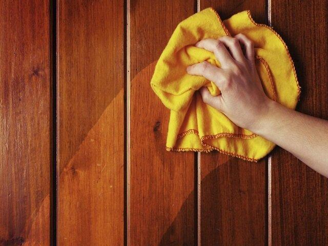 Как очистить жирные пятна с поверхности любого дверного полотна