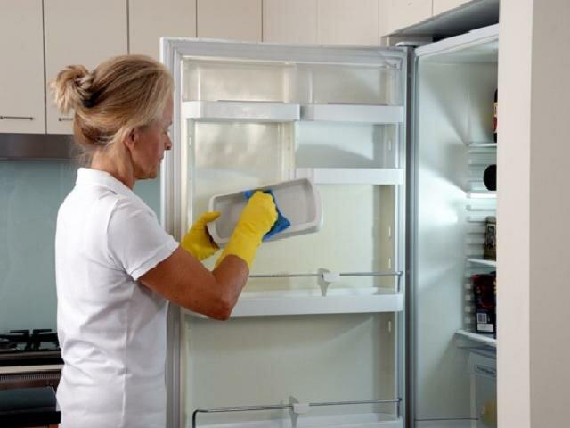 Внутренняя очистка холодильника