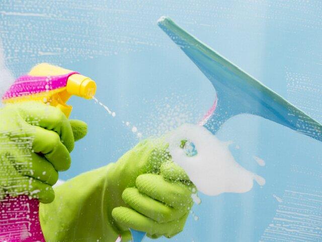 Происходит очень быстрое и экономное мытье окон, ведь не используются тряпки, салфетки,скребки