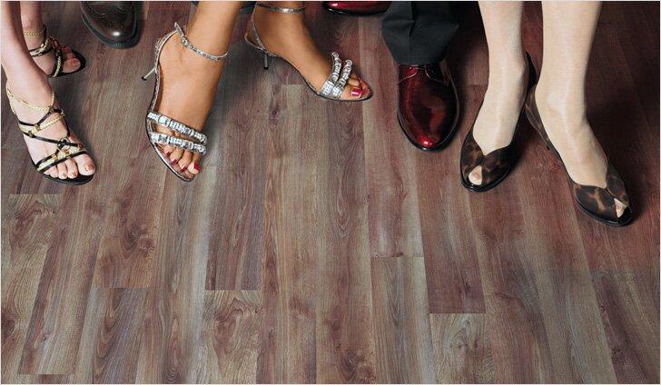 Пятна от обуви легко стираются обычным ластиком