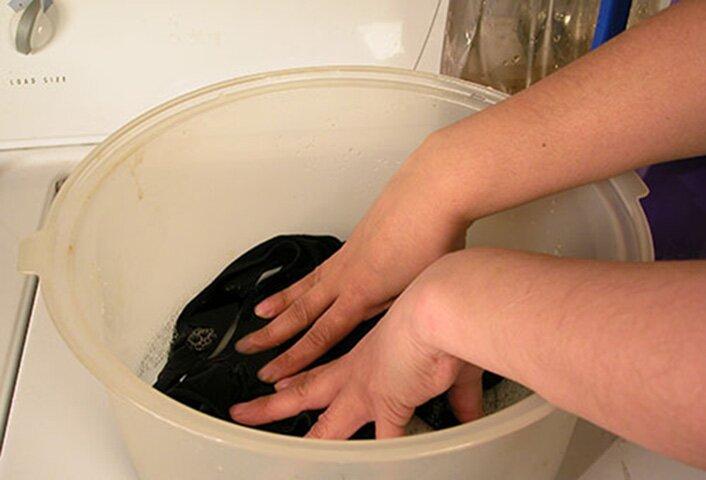 Чем отстирать машинное масло с вашей одежды и как это сделать