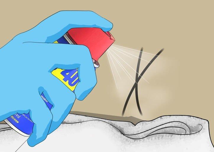 Побрызгайте средством WD-40 на пятно и удалите тряпочкой.
