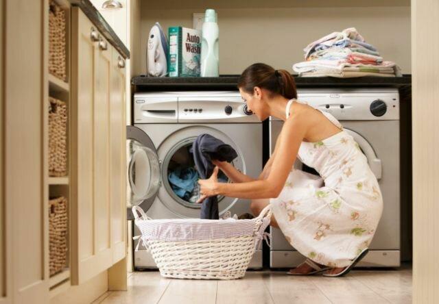 Чем очистить монтажную пену с одежды