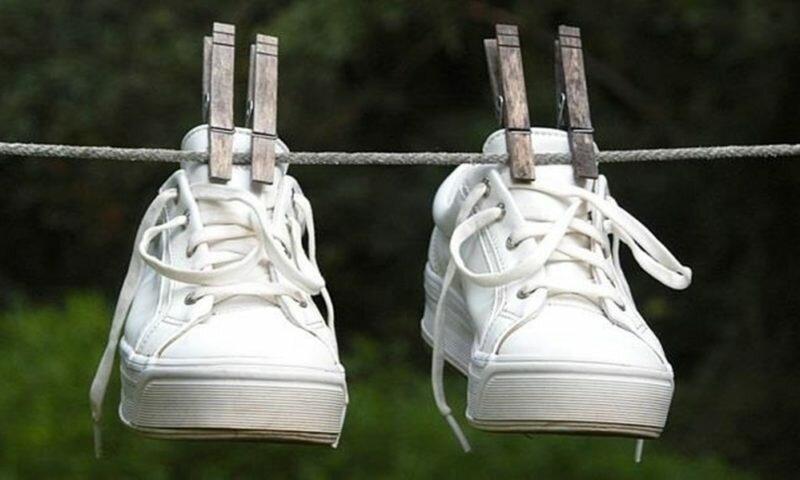 Как избавиться от неприятного запаха обуви с помощью стирки