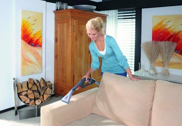 Как почистить обивку дивана в домашних условиях от пыли быстро?