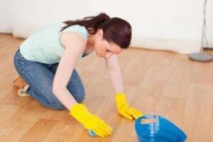 Чем отмыть линолеум от грязи в домашних условиях