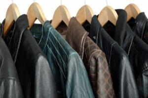 Как правильно хранить кожаную куртку