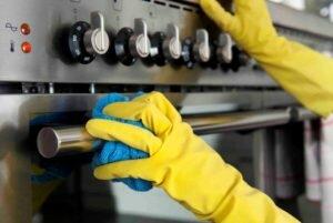 Очищение съемных регуляторов плиты фото