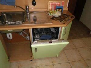 Как установить посудомоечную машину под столешницу с сохранением шкафа