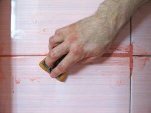Чем оттереть плиточный клей от плитки